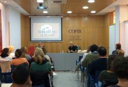 El seminari 'Com donar males notícies i primers auxilis' atreu a nombroses persones interessades a garantir una resposta  de qualitat en situacions crítiques