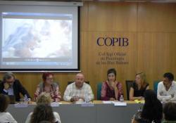 La taula rodona sobre violència obstètrica organitzada pel COPIB obté un èxit sorprenent de públic i obre un important i necessari debat